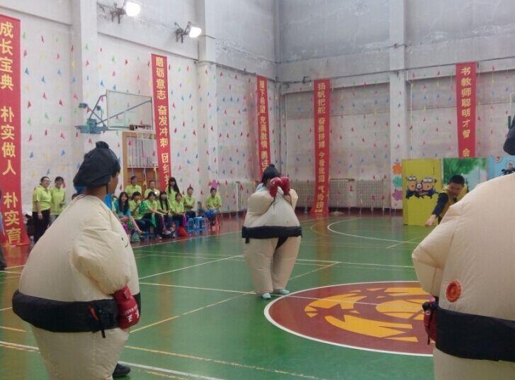 沈阳师范学院体育馆举行了教师节趣味运动会